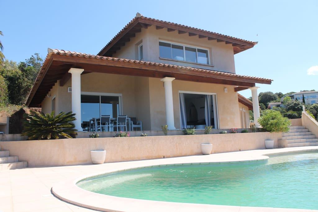 villa avec piscine 4 chambres 8 personnes